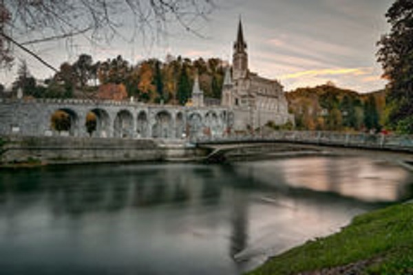 lourdes-sanctuary-sunset-long-exposure-photo-france-62938325[1]