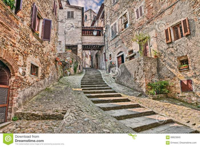 alley-medieval-village-anghiari-arezzo-tuscany-italy-picturesque-old-narrow-staircase-province-69623840[1]