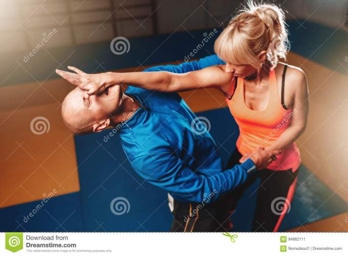 women-self-defense-technique-martial-art-workout-personal-instructor-gym-948821111[1]