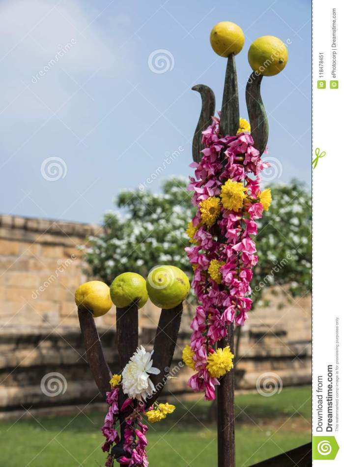 hindu-symbols-trishul-normally-found-outside-temple-gangaikonda-cholapuram-tamil-nadu-oute-india-118478451[1]