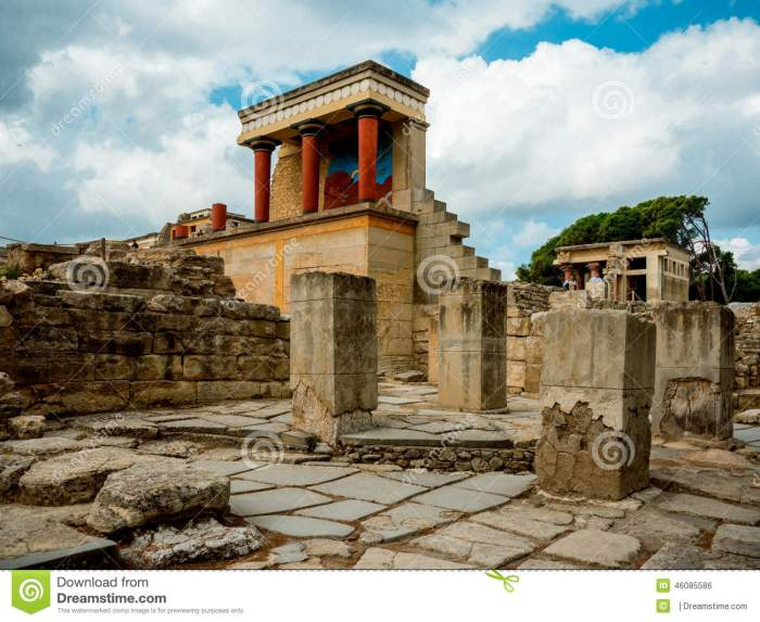 ruins-palace-knossos-labyrinth-minotaur-crete-ancient-greek-where-believed-maze-was-46085586[2]