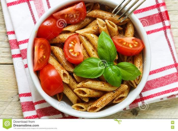 whole-wheat-pasta-tomatoes-basil-olive-oil-seasonings-73939610[1]