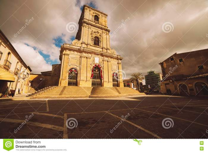 cathedral-enna-sicily-dedicated-to-our-lady-visitation-mother-church-city-as-well-as-national-monument-79217821[1]