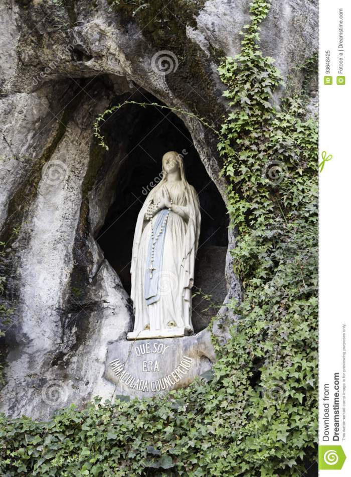 virgin-lourdes-cave-religion-christianity-93648425[1]